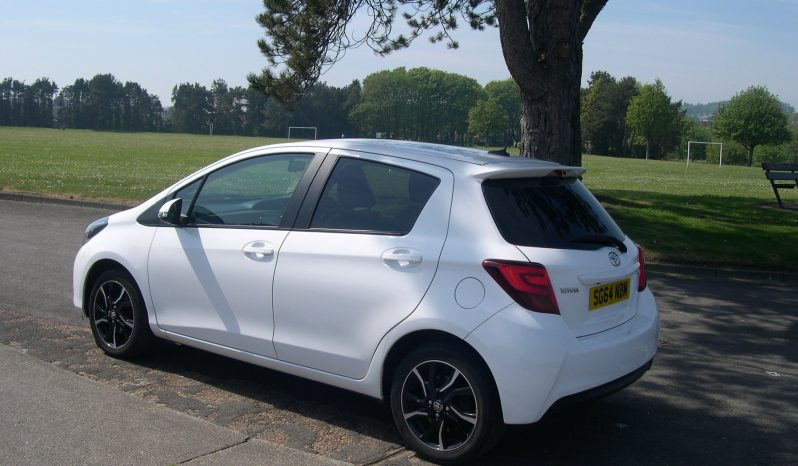 Toyota Yaris Sport VVT-I, 5 Dr hatch in white full